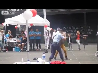 Дедуля танцует